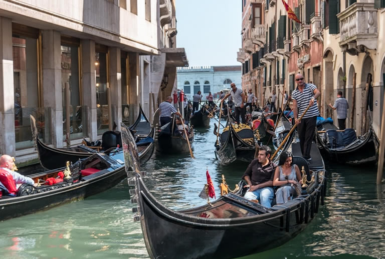 what is a gondola