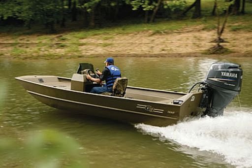 Center console steered sled boat