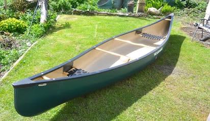 Canoe without flotation bags